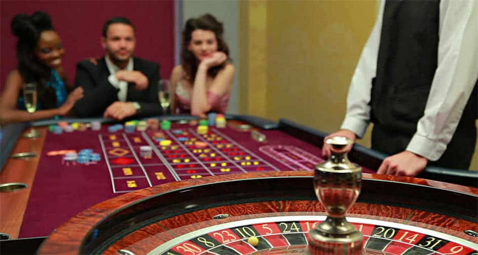 Why Do Casinos Change Dealers?